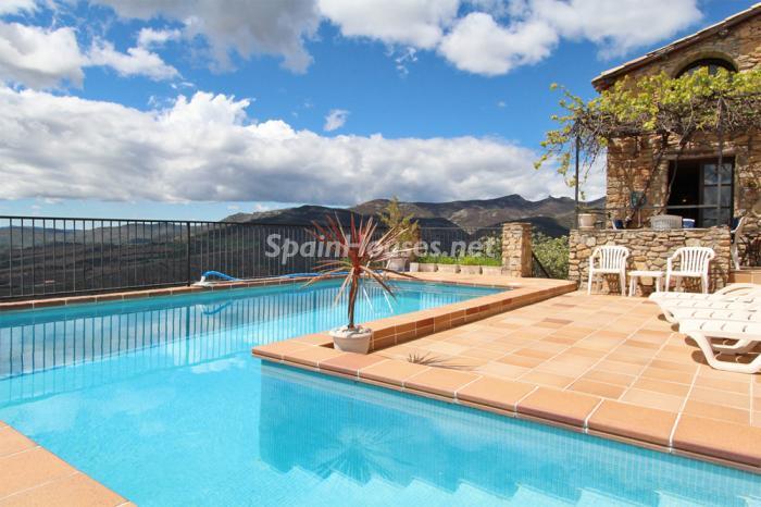 piscina17 - Casa de la Semana: Genial casa medieval en el Pirineo, para los amantes de la montaña