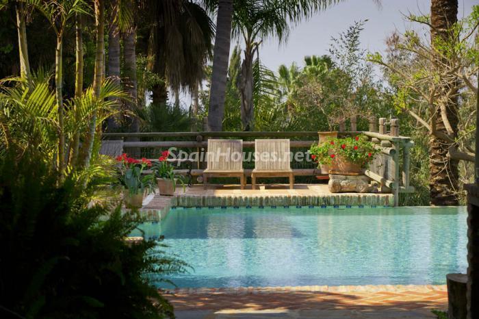 piscina18 - Genial villa de vacaciones en El Rosario, Marbella, con una preciosa decoración oriental