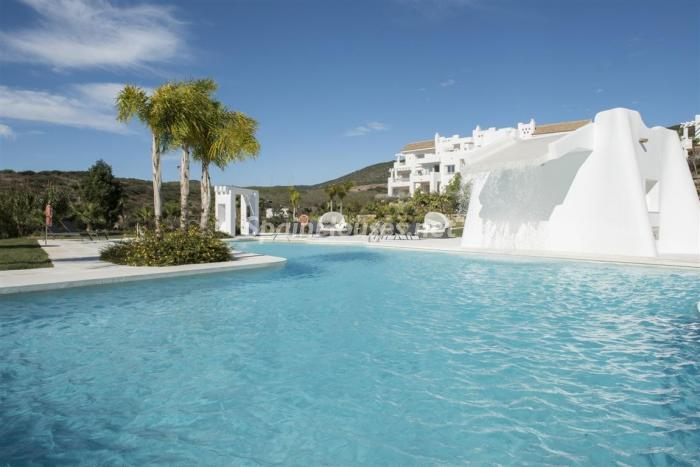 piscina2 2 - Crystal Lagoons, Casares (Málaga): Apartamentos en 1ª línea de playa, a 10 km del mar