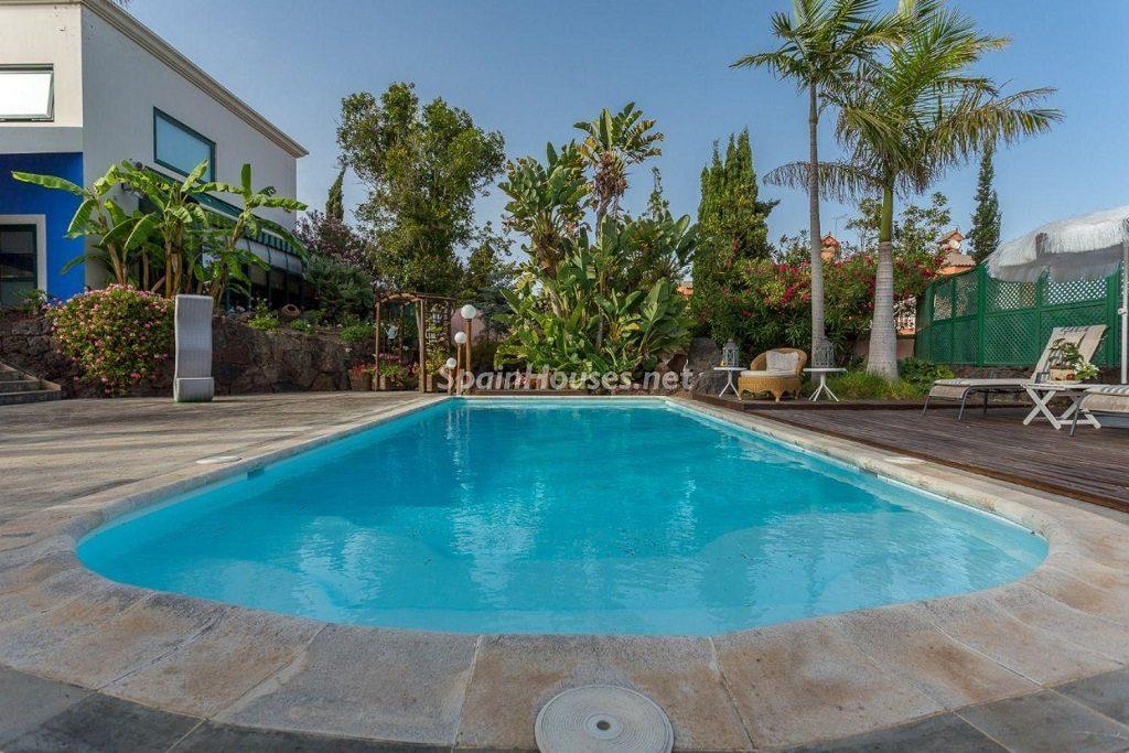 piscina2 4 1024x683 - Lujosa serenidad clásica en una espectacular casa en Las Palmas de Gran Canaria