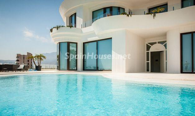 piscina2 - Casa de la Semana: Espectacular villa de diseño en Benidorm, Costa Blanca