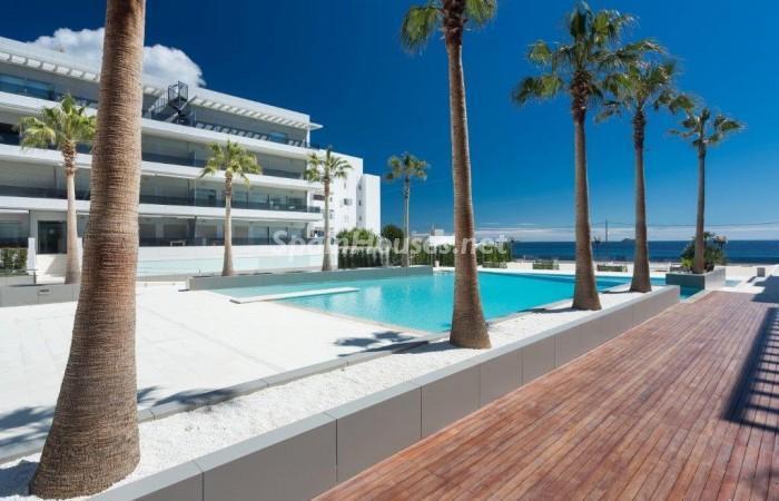 piscina20 - Fantástico ático de vacaciones en Playa D'en Bossa, Ibiza (Baleares)