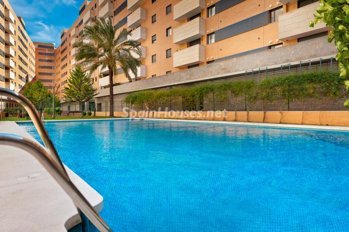 piscina25 - Residencial Puerta del Mar: pisos nuevos en la mejor zona del centro de Málaga