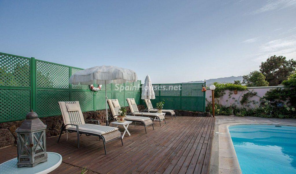 piscina3 1 1024x604 - Lujosa serenidad clásica en una espectacular casa en Las Palmas de Gran Canaria