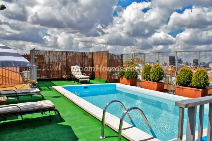 piscina3 - Casa de la Semana: Fantástico ático en Madrid, un oasis sobre los edificios de Chamartín