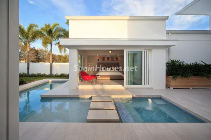 Casa y piscina