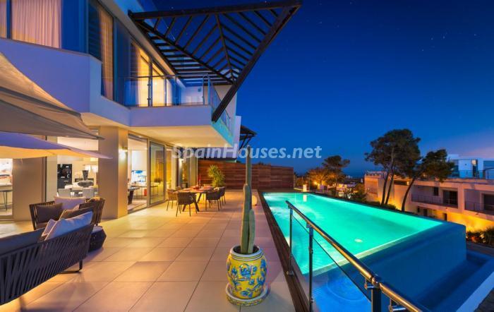 piscina37 - Preciosos apartamentos de diseño contemporáneo en Sierra Blanca, Marbella