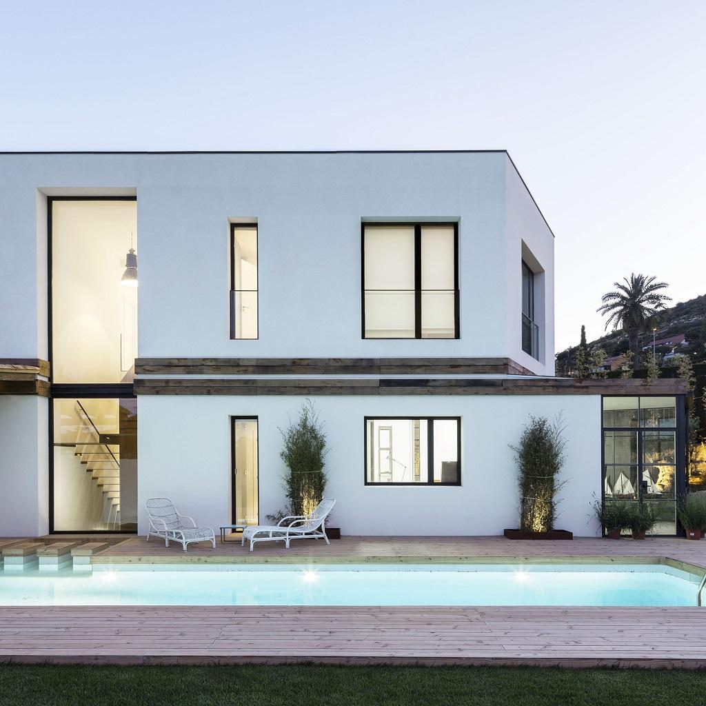 piscina45 - Fantástica casa llena de luz y elegante sencillez en Badalona (Barcelona)