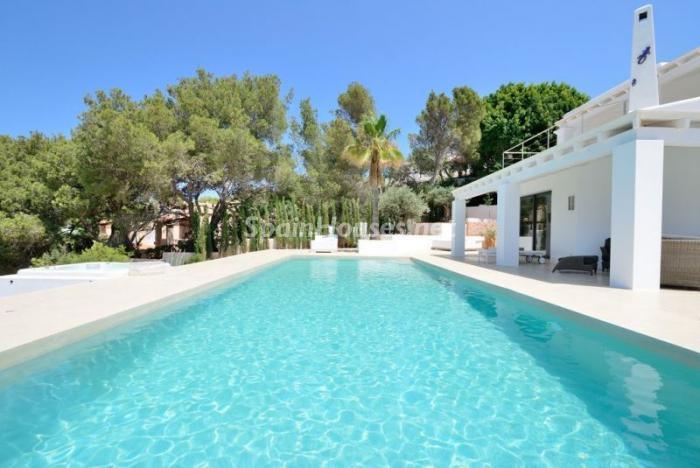 piscina55 - Fantástica villa en Cala Vadella (San José, Ibiza): blanca, luminosa y mediterránea