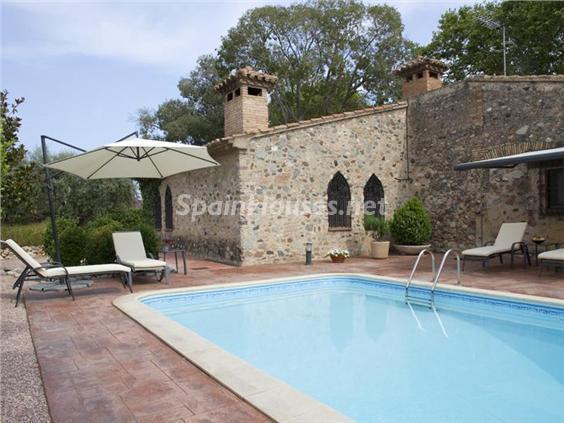 piscina8 - Casa de la Semana: Preciosa casa de estilo medieval en Vilafortuny, Cambrils (Tarragona)