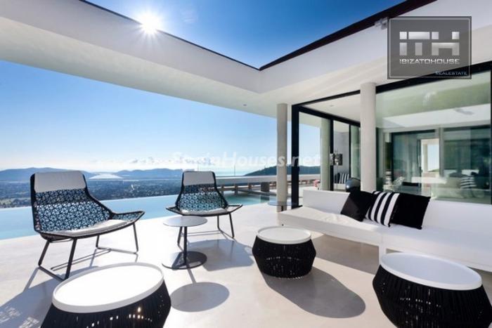 piscina diurna - Casa de la Semana: Espectacular villa de lujo en Ibiza (Baleares), la isla de los sueños