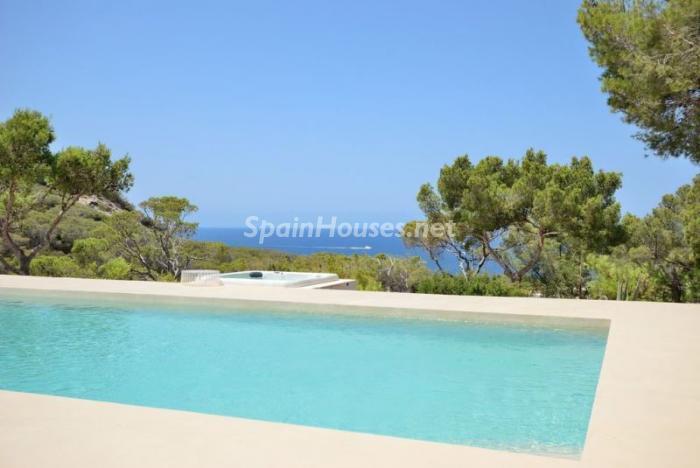piscinavistas - Fantástica villa en Cala Vadella (San José, Ibiza): blanca, luminosa y mediterránea