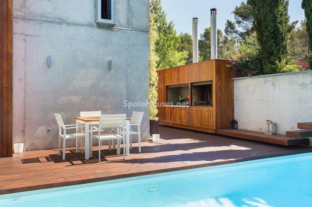 piscinaybarbacoa 1 1024x682 - Chalet en la Sierra de Collserola (Barcelona): lujo y diseño para disfrutar