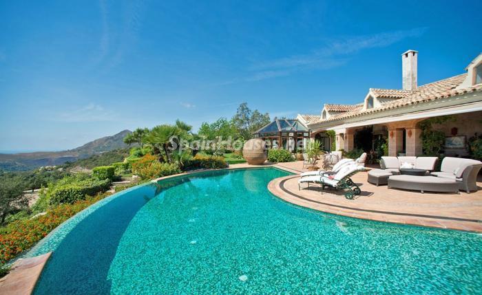 piscinaycasa 3 - Espectacular villa llena de romanticismo, elegancia y lujo en Benahavís (Costa del Sol)