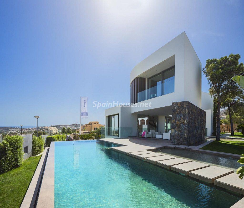 piscinaycasa 4 1024x872 - Diseño contemporáneo a estrenar en una fantástica villa en Finestrat (Costa Blanca, Alicante)