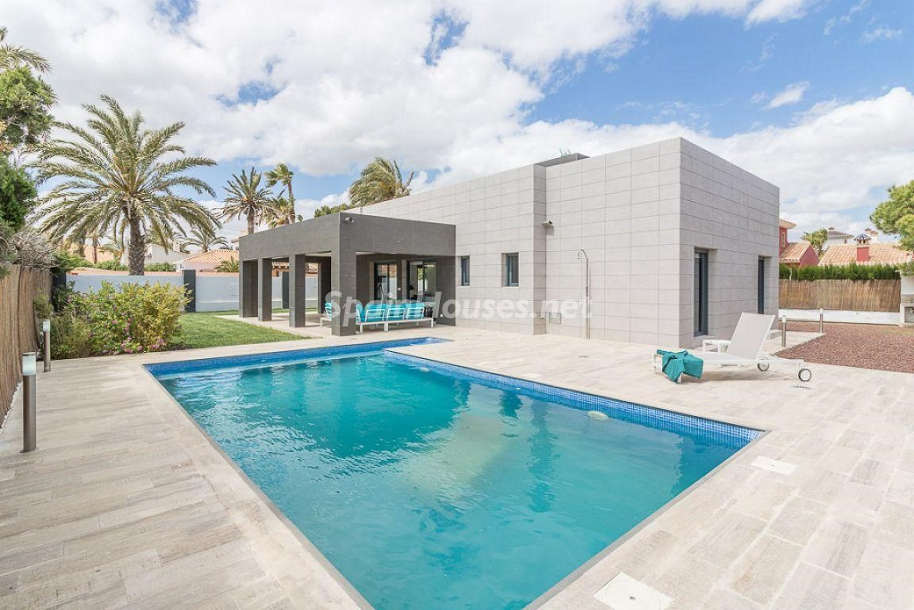 piscinaycasa 9 - Preciosa casa de diseño en Orihuela Costa (Costa Blanca), en 2ª línea de playa