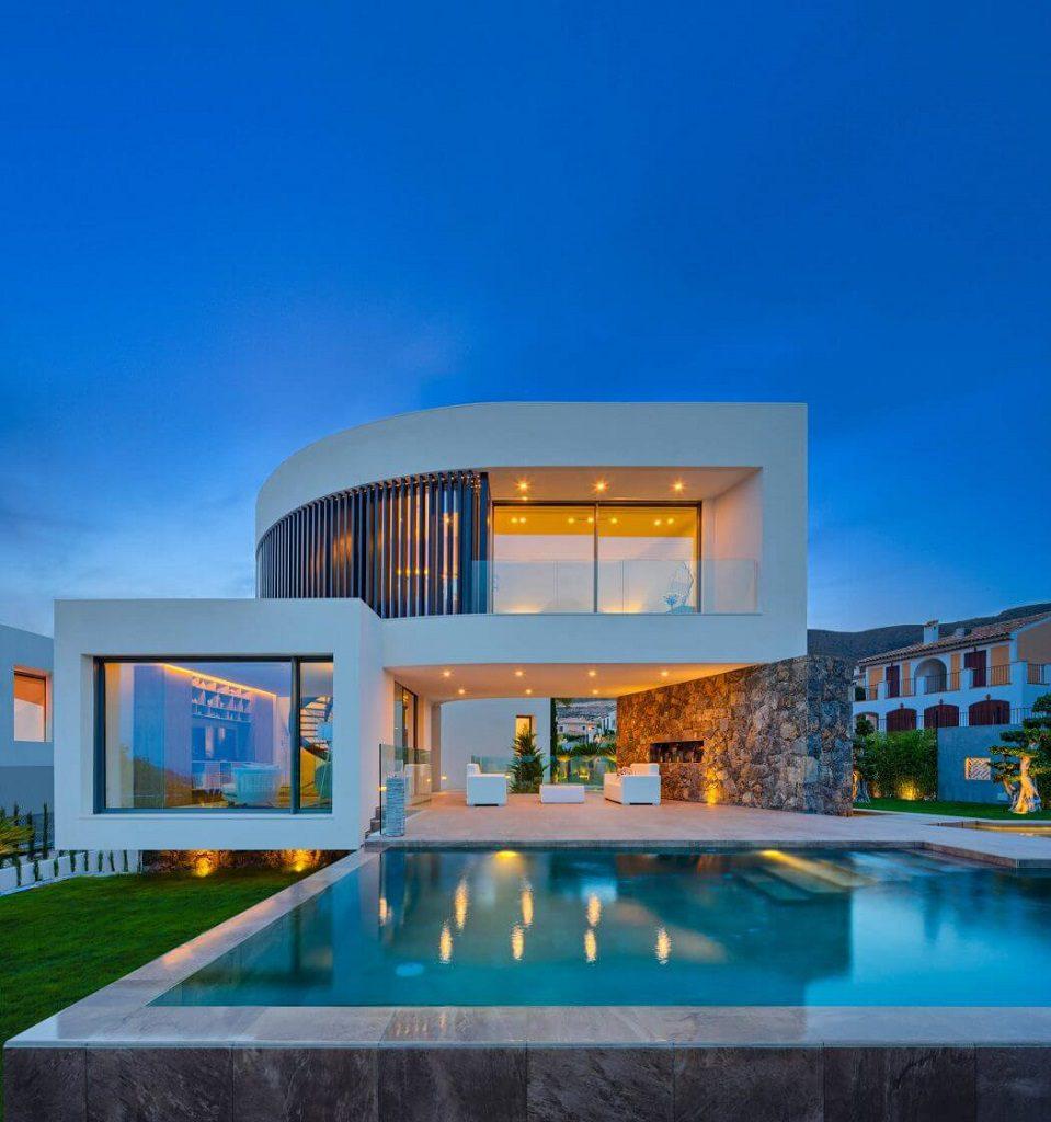 piscinaycasa nocturna 1 959x1024 - Diseño contemporáneo a estrenar en una fantástica villa en Finestrat (Costa Blanca, Alicante)