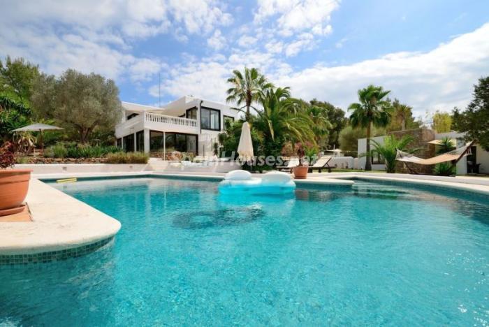 piscinaycasa - Bonita villa en Santa Eulalia (Ibiza, Baleares): toque mediterráneo y mucha privacidad