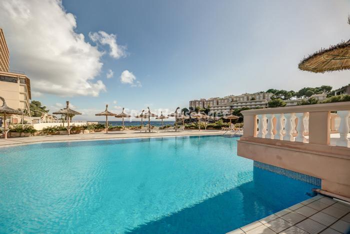 piscinaymar3 - Coqueto piso dúplex en primera línea de mar en Cala Viñas, Calvià (Mallorca, Baleares)