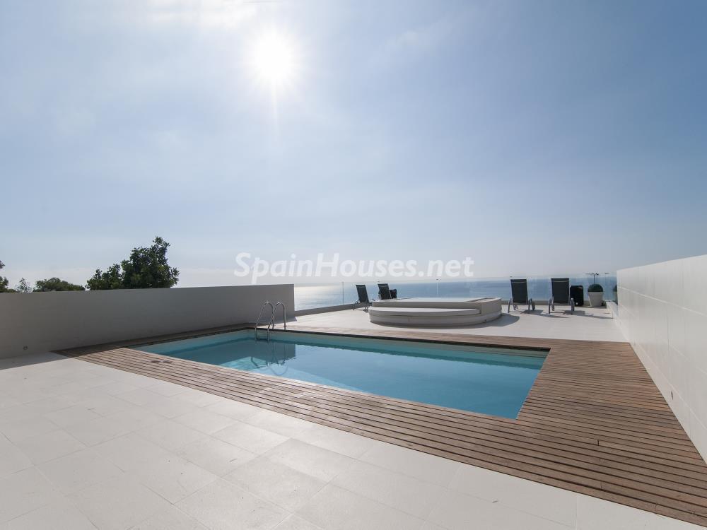piscinayterraza 2 - Casa minimalista transparente, diáfana y abierta al mar en Castelldefels (Barcelona)