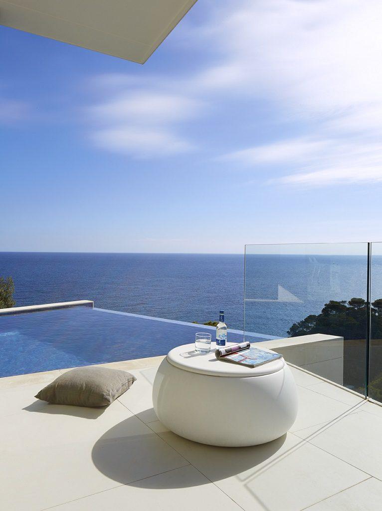 piscinayterraza 3 766x1024 - Casa de diseño bañada por el sol en Santa Cristina d'Aro, Girona (Costa Brava)