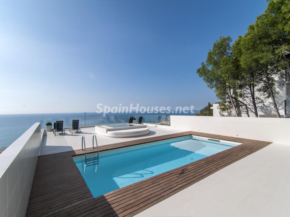 piscinayterraza1 - Casa minimalista transparente, diáfana y abierta al mar en Castelldefels (Barcelona)
