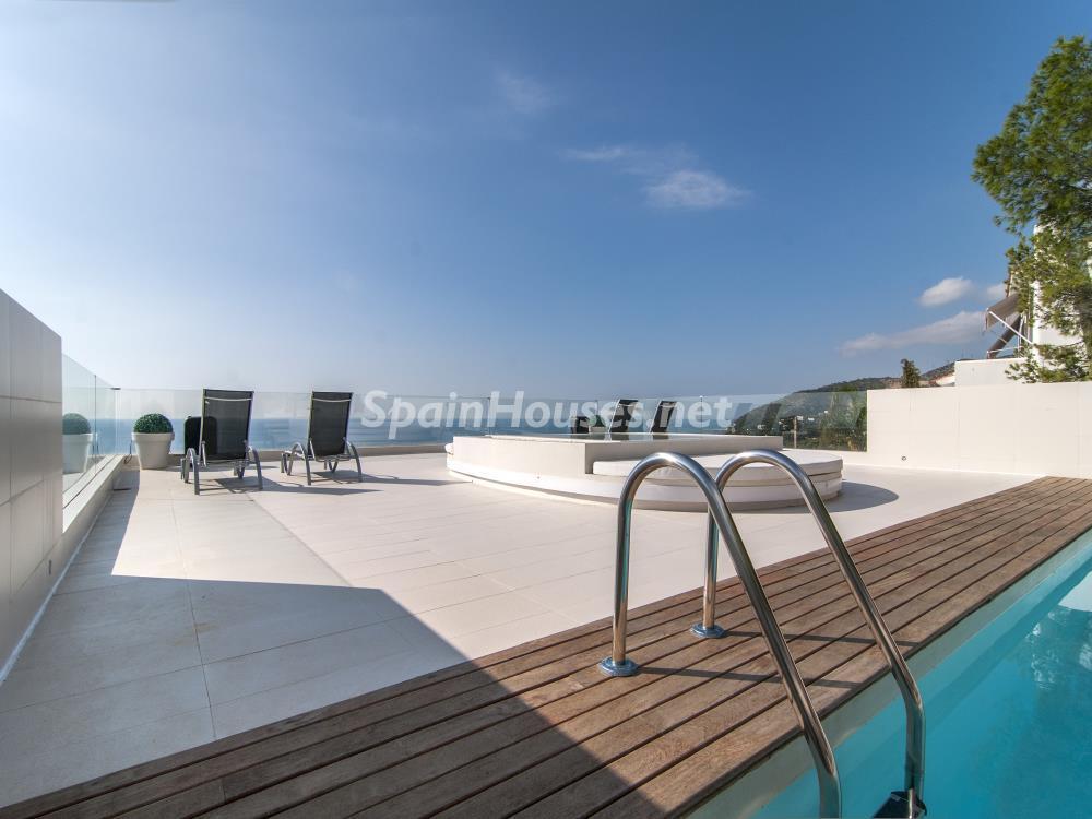piscinayterraza2 - Casa minimalista transparente, diáfana y abierta al mar en Castelldefels (Barcelona)
