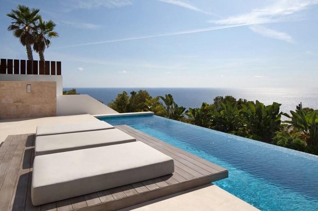 piscinayvistas 2 1024x682 - Espectacular y moderna villa en Roca LLisa (Ibiza): sereno minimalismo con vistas