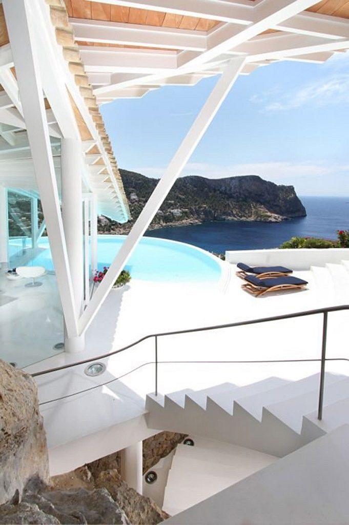 piscinayvistas 3 681x1024 - Espectacular villa en Puerto de Andratx (Mallorca), con un fantástico diseño de gaviota