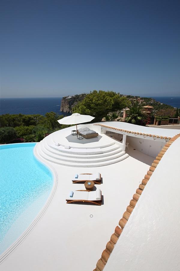 piscinayvistas1 1 - Espectacular villa en Puerto de Andratx (Mallorca), con un fantástico diseño de gaviota