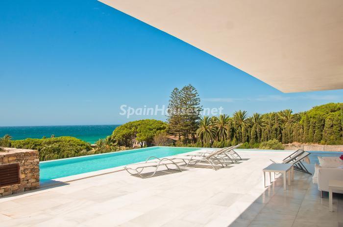 piscinayvistas1 - Naturaleza y mar en una fantástica villa en Zahara de los Atunes (Costa de la Luz, Cádiz)