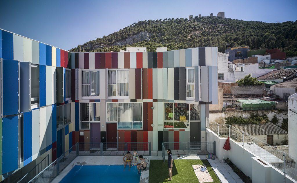 piscinayzona 1024x632 - Toque fresco, urbano y lleno de color en el barrio de San Juan de Jaén