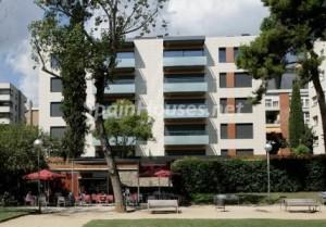 pisos barcelona 300x209 - El precio de la vivienda cae menos de un 3% por primera vez desde 2008