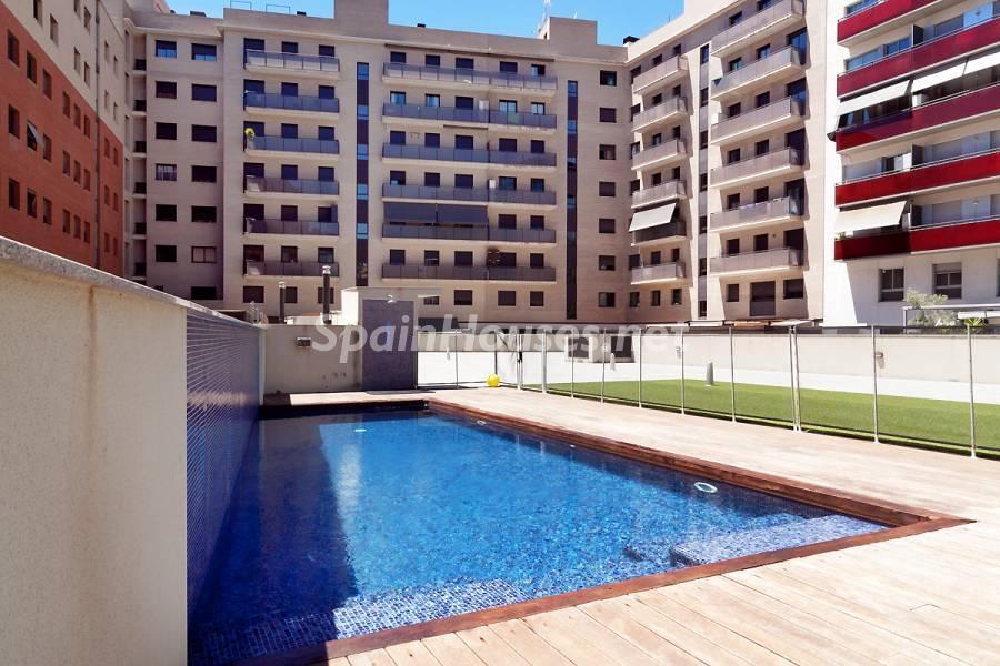 pisos barcelona poblenou1 - La venta de viviendas descendió en julio un 7,9% y su precio un 3,6%, según los Notarios