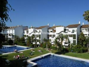 pisos estepona 300x225 - Sareb: viviendas en la costa desde 46.000 euros y objetivos de venta sin cumplir