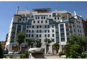 pisos madrid 300x209 - Notarios: Se mantiene la tendencia en abril, suben las ventas de pisos y bajan los precios