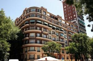 pisos41 300x199 - Casi seis años y medio de sueldo bruto para pagar una vivienda