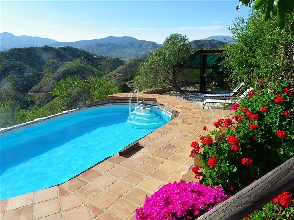 pizarra malaga 1024x768 - 15 viviendas que ya se visten de primavera: flores y espacios abiertos para disfrutar