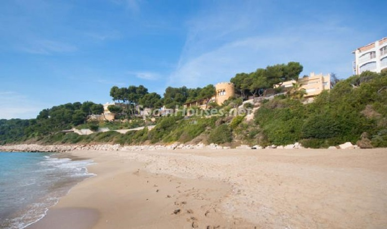 playa 1 - Luminoso apartamento en primera línea de mar en Roda de Barà (Costa Dorada, Tarragona)