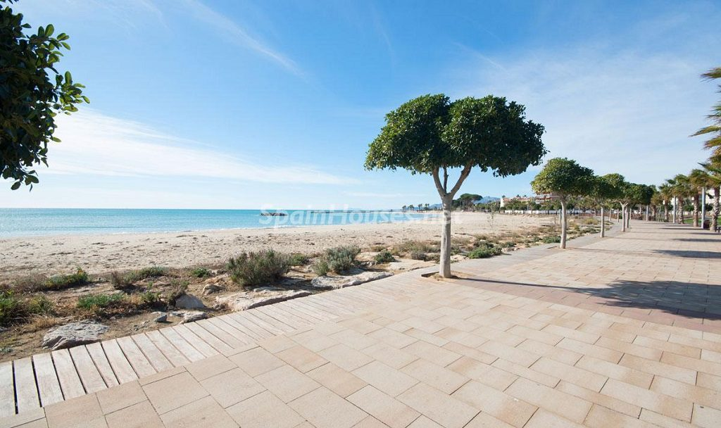 playa 2 1024x608 - Diseño escandinavo en una soleada casa junto a la playa en Cambrils (Costa Dorada)