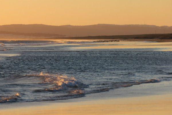 playa ninos zahara atunes 02 600x400 - Las mejores playas de Andalucía para visitar en Semana Santa
