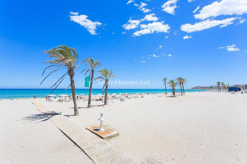 playadesanjuan 1024x682 - Veranos de luz y vistas al mar en un piso en Playa de San Juan (Alicante)