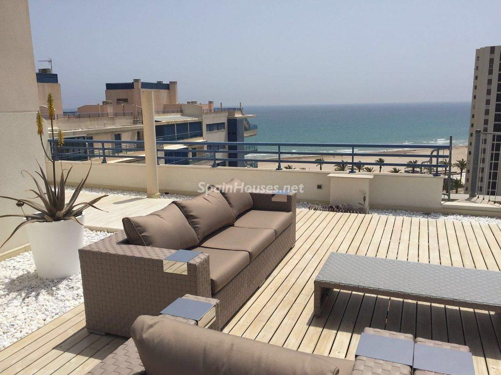 playadesanjuan alicante 2 1024x768 - 12 áticos, pisos y apartamentos con espectaculares y modernas terrazas que miran al mar