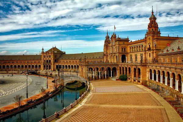 plaza espana 1751442 960 720 600x399 - España es el mercado más atractivo para invertir en segunda vivienda