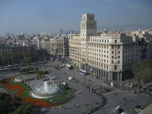 plazacataluña barcelona 300x225 -  Amancio Ortega compra a la Sareb la sede de Banesto en la Plaza Cataluña de Barcelona