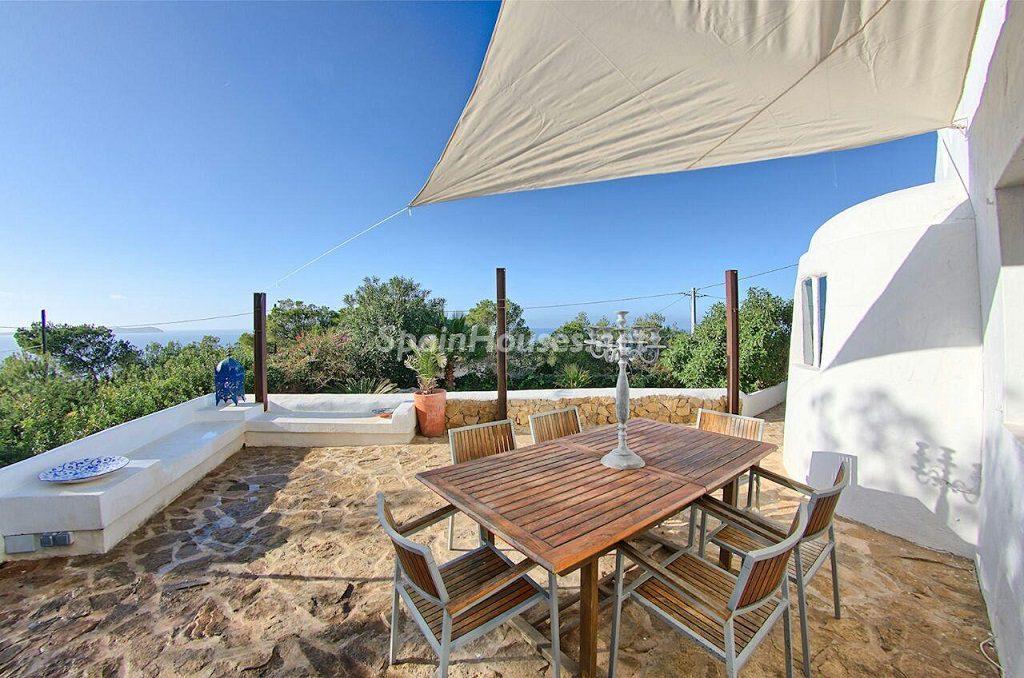 porche 10 1024x678 - Atardecer mágico en Ibiza: Casa en alquiler de puro estilo ibicenco y encanto mediterráneo
