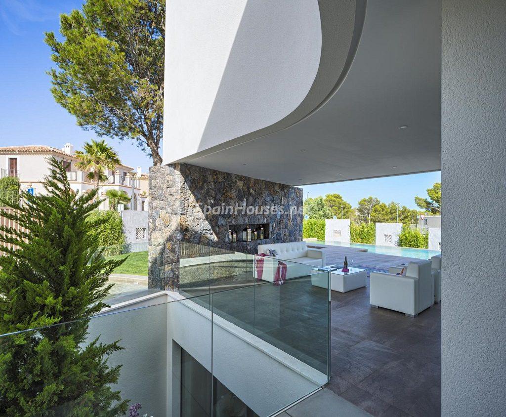 porche 15 1024x844 - Diseño contemporáneo a estrenar en una fantástica villa en Finestrat (Costa Blanca, Alicante)