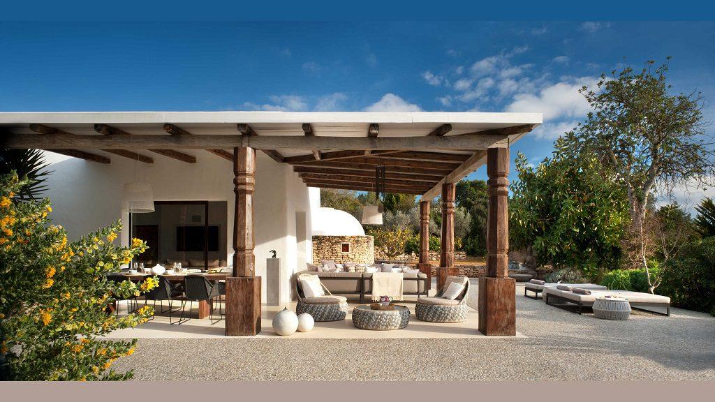 porche 22 1024x576 - Casa rústica y moderna en Ibiza (Baleares): diseño mediterráneo que enamora