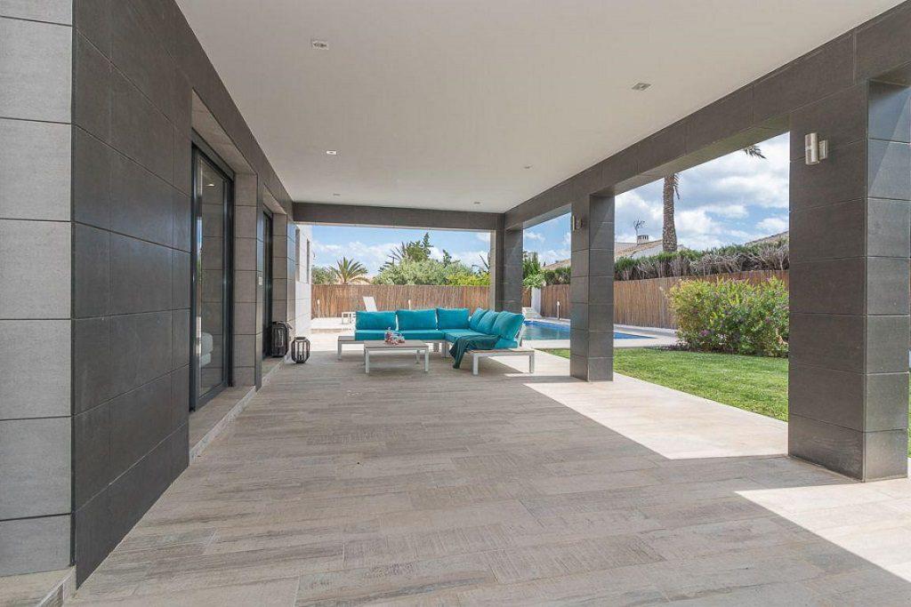porche 32 1024x683 - Preciosa casa de diseño en Orihuela Costa (Costa Blanca), en 2ª línea de playa
