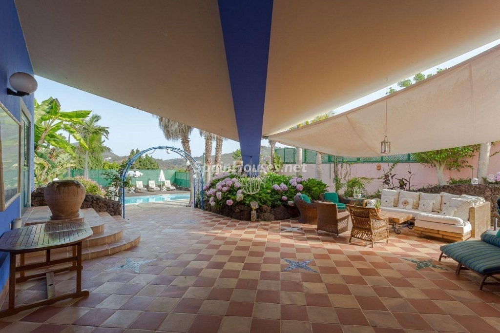 porche chillout 1024x683 - Lujosa serenidad clásica en una espectacular casa en Las Palmas de Gran Canaria